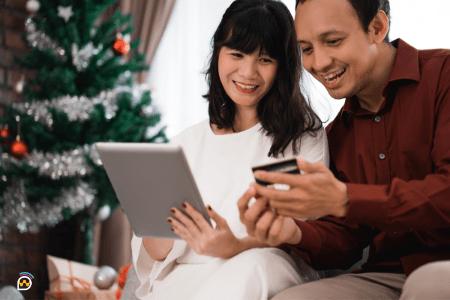 pareja haciendo compras online